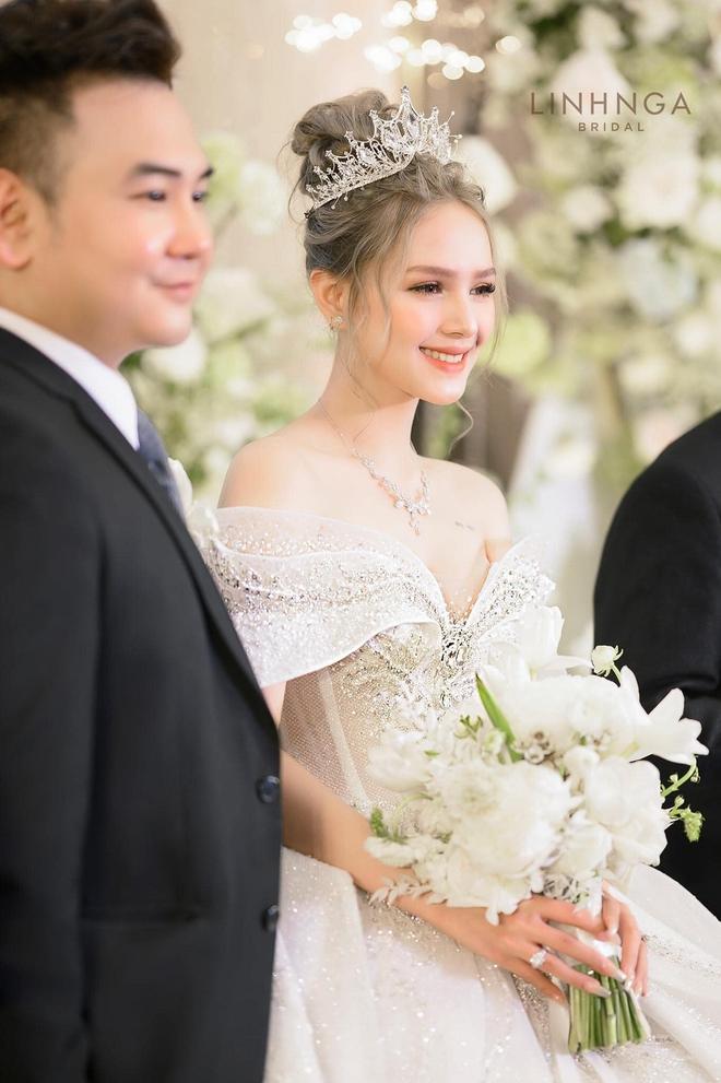 Ảnh Xoài Non làm cô dâu lại gây sốt diện rộng, giờ ngắm lại loạt váy cưới đỉnh cao vẫn thấy đẹp mê li - ảnh 12