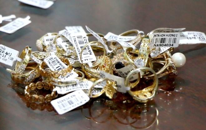 Vụ nữ nhân viên tiệm vàng trộm 2.380 nhẫn vàng: Tính tình hiền lành, suốt hơn 4 năm đi làm chưa từng nghỉ ngày nào - ảnh 3