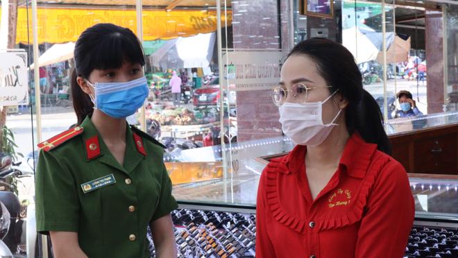 Vụ nữ nhân viên tiệm vàng trộm 2.380 nhẫn vàng: Tính tình hiền lành, suốt hơn 4 năm đi làm chưa từng nghỉ ngày nào - ảnh 1
