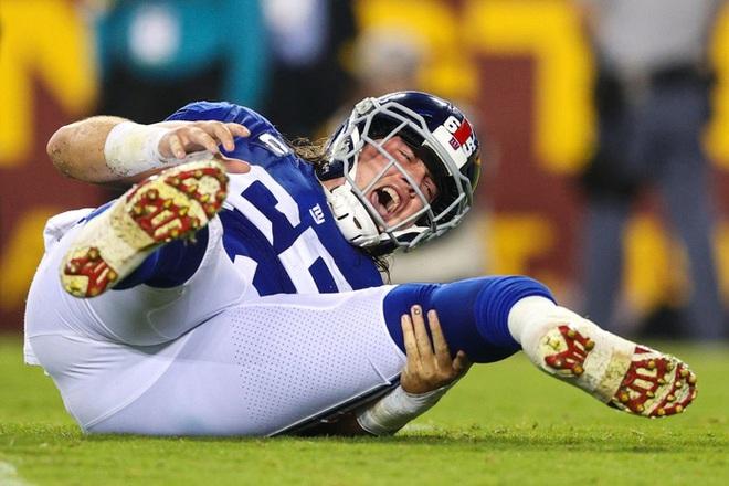 Cầu thủ bóng bầu dục Mỹ gây ớn lạnh với khoảnh khắc gãy gập chân, nét mặt sau chấn thương khiến tất cả kinh ngạc - ảnh 7