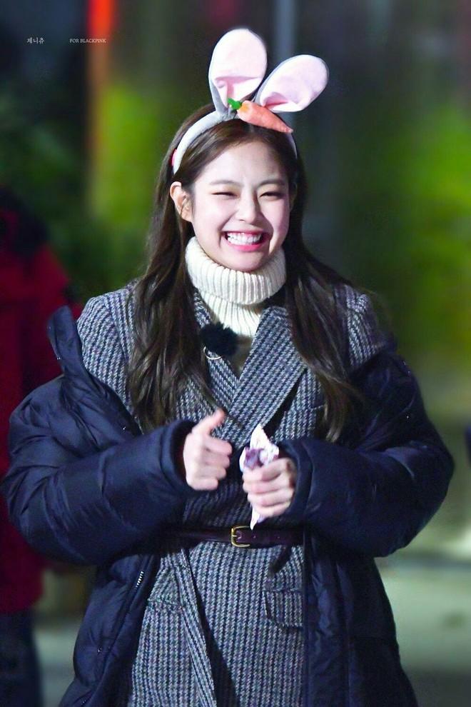 Trùng hợp bất ngờ giữa Nayeon và Jennie: cười lên là lộ khuyết điểm nhưng lại được nhiều người muốn sửa theo - ảnh 15