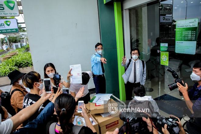 Nhiều dân mạng quay xe ở page Vietcombank, đòi tăng lương cho nhân vật quyền lực nhất trong livestream của Thuỷ Tiên - ảnh 4