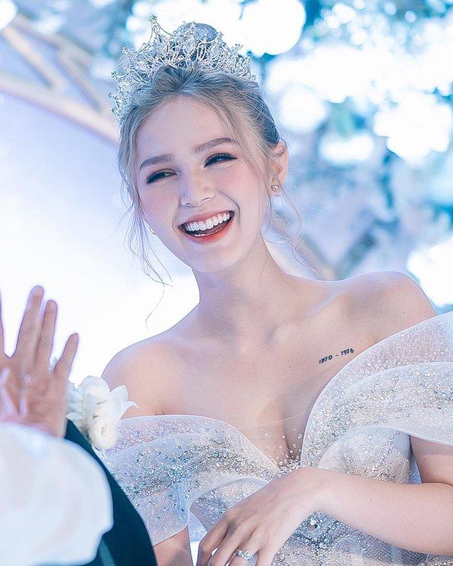 Ảnh Xoài Non làm cô dâu lại gây sốt diện rộng, giờ ngắm lại loạt váy cưới đỉnh cao vẫn thấy đẹp mê li - ảnh 1