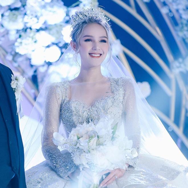 Ảnh Xoài Non làm cô dâu lại gây sốt diện rộng, giờ ngắm lại loạt váy cưới đỉnh cao vẫn thấy đẹp mê li - ảnh 3