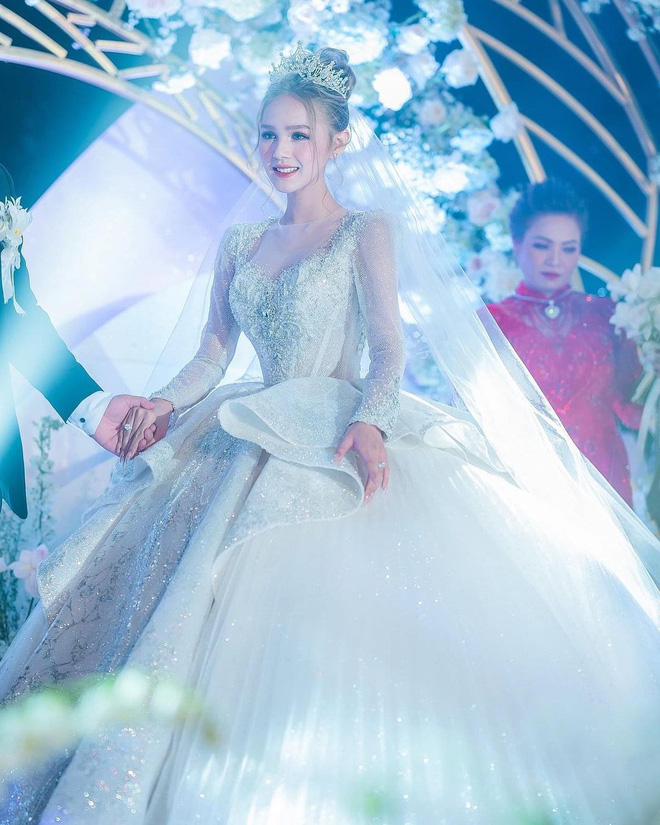 Ảnh Xoài Non làm cô dâu lại gây sốt diện rộng, giờ ngắm lại loạt váy cưới đỉnh cao vẫn thấy đẹp mê li - ảnh 4