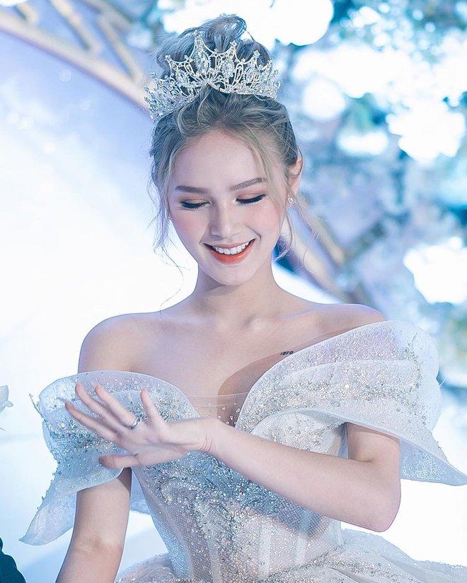 Ảnh Xoài Non làm cô dâu lại gây sốt diện rộng, giờ ngắm lại loạt váy cưới đỉnh cao vẫn thấy đẹp mê li - ảnh 2