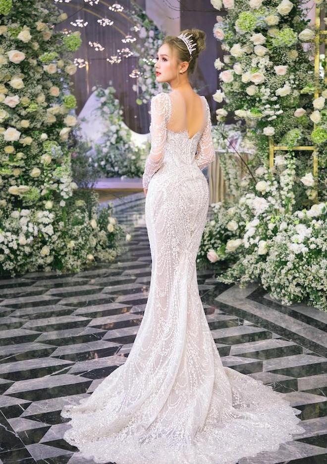 Ảnh Xoài Non làm cô dâu lại gây sốt diện rộng, giờ ngắm lại loạt váy cưới đỉnh cao vẫn thấy đẹp mê li - ảnh 11
