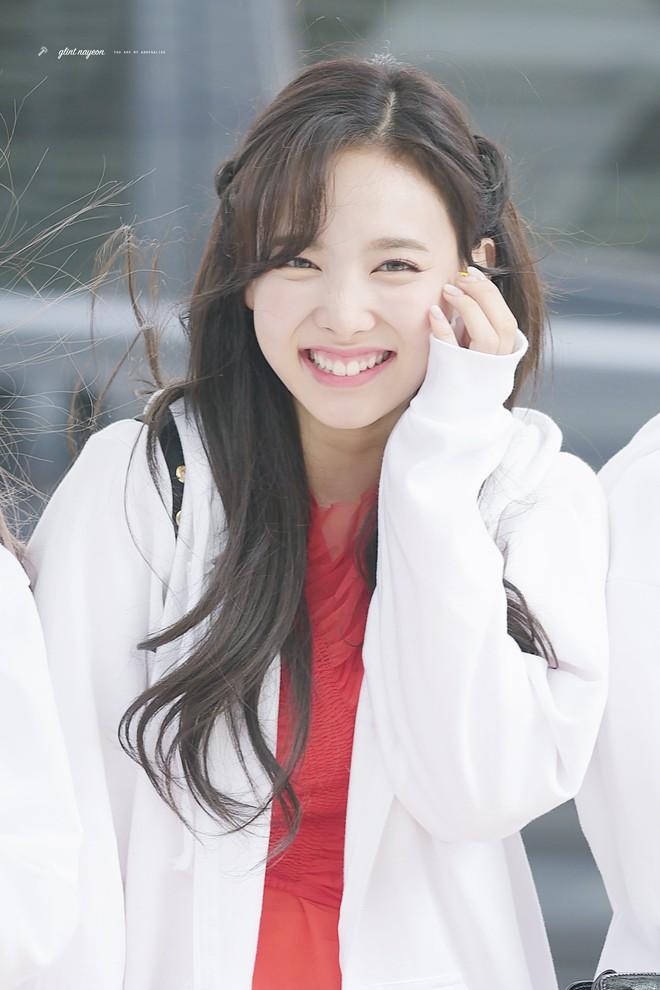 Trùng hợp bất ngờ giữa Nayeon và Jennie: cười lên là lộ khuyết điểm nhưng lại được nhiều người muốn sửa theo - ảnh 11