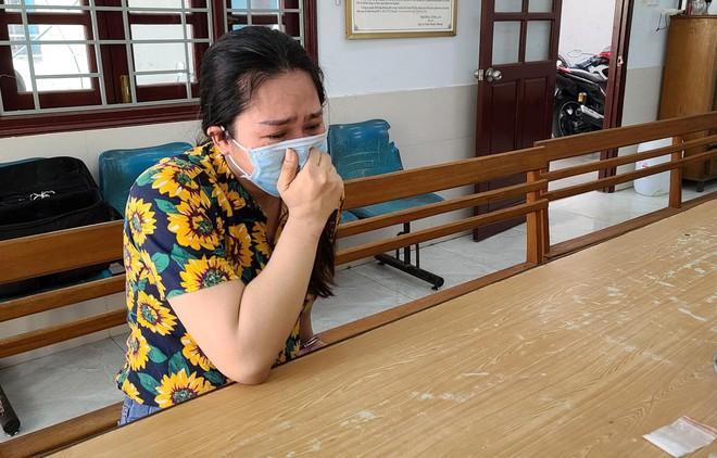 Mẹ đơn thân của 4 đứa con khóc nức nở khi bị bắt vì cùng nhân tình vượt rào giãn cách ship ma túy - ảnh 2