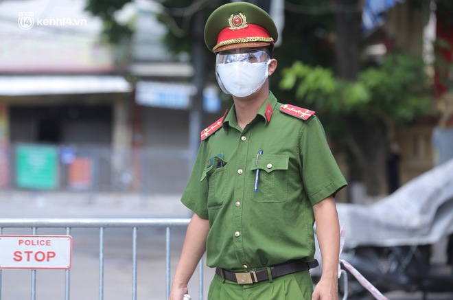Ảnh: Phong toả 1 ngõ ở Giáp Nhị, tìm người tiêm vắc-xin liên quan ca F0 bán rau củ tại quận Hoàng Mai - ảnh 4