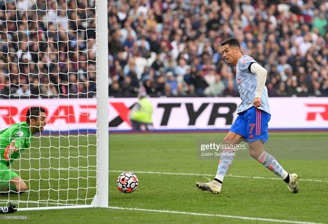 KỊCH TÍNH HẾT NẤC: Ronaldo lại nổ súng nhưng MU phải nhờ đến màn tỏa sáng của 2 nhân tố bất ngờ để giành 3 điểm ở những phút cuối cùng - Ảnh 9.