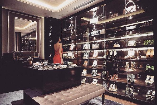 """Phát sốt với căn phòng chứa cả """"gia tài"""" của giới nhà giàu: Rộng sương sương như cái cửa hàng, đồ hiệu tiền tỷ chất đầy rẫy - ảnh 4"""