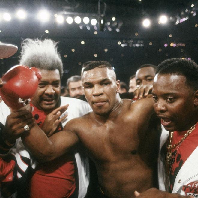 Đêm điên rồ tiêu hết 26 tỷ của Mike Tyson trước ngày cắn tai Evander Holyfield và nét hoang dại trong con người Tay đấm thép - ảnh 2