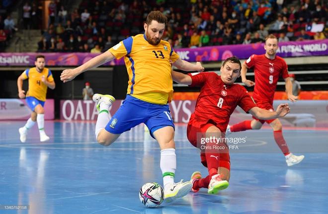 Quả cảm cầm hòa đội bóng hàng đầu thế giới, tuyển futsal Việt Nam hiên ngang vào vòng 1/8 World Cup 2021 - Ảnh 21.