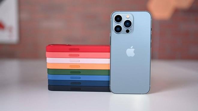 """Bị chê nhàm chán, iPhone 13 vẫn bán """"đắt như tôm tươi"""": Màu xanh và hồng """"cháy hàng"""" chỉ sau vài phút! - ảnh 4"""