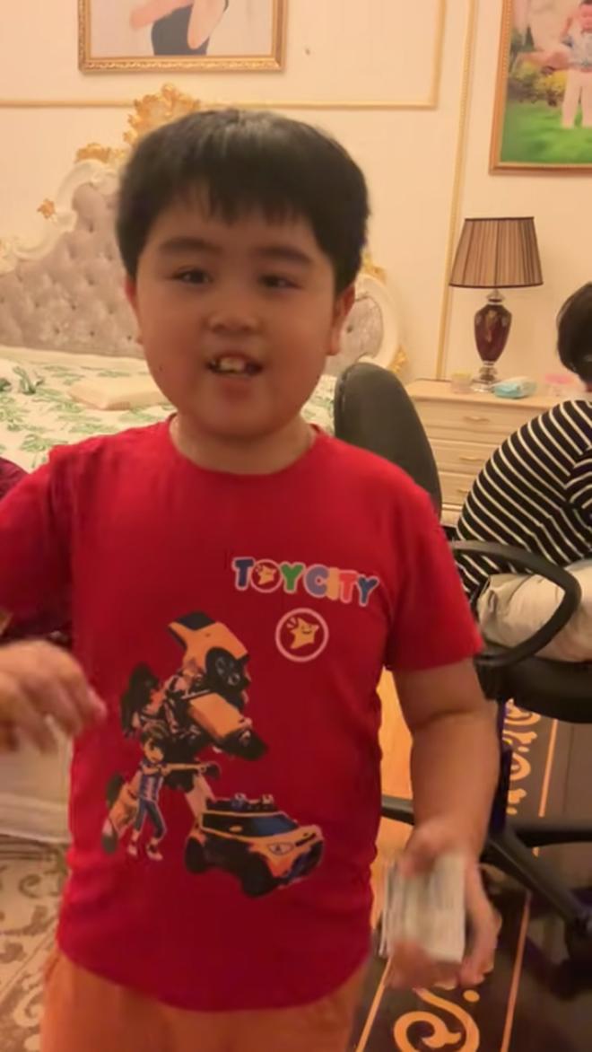 Tỷ phú 9 tuổi - con trai bà Phương Hằng sống trong biệt thự rộng 2.400m2, đẳng cấp thượng lưu giữa trung tâm Sài Gòn - Ảnh 2.