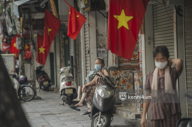 Ảnh: Ngày Quốc khánh đặc biệt giữa thời điểm Hà Nội thực hiện giãn cách xã hội - Ảnh 11.