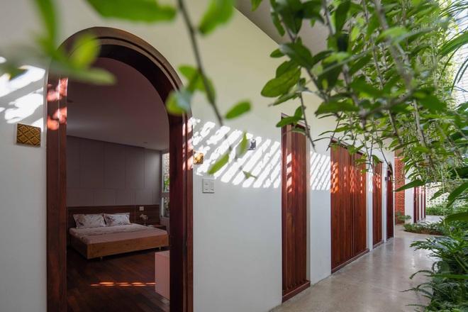 Nhà 320m2 ở Tây Nguyên với vibe thư thái an yên quá đỗi, mê nhất là khu giếng trời đẹp như resort - Ảnh 14.