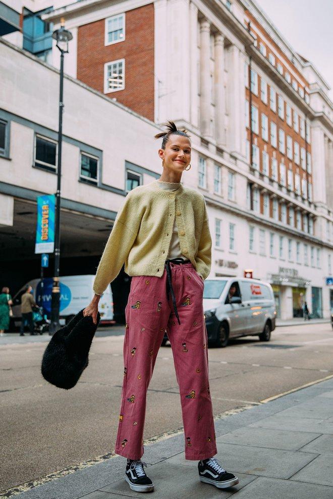 Dân tình bung lụa tại London Fashion Week: Khả năng chơi màu như phù thủy, độ chiến lên level sau 1 năm im ắng - ảnh 14