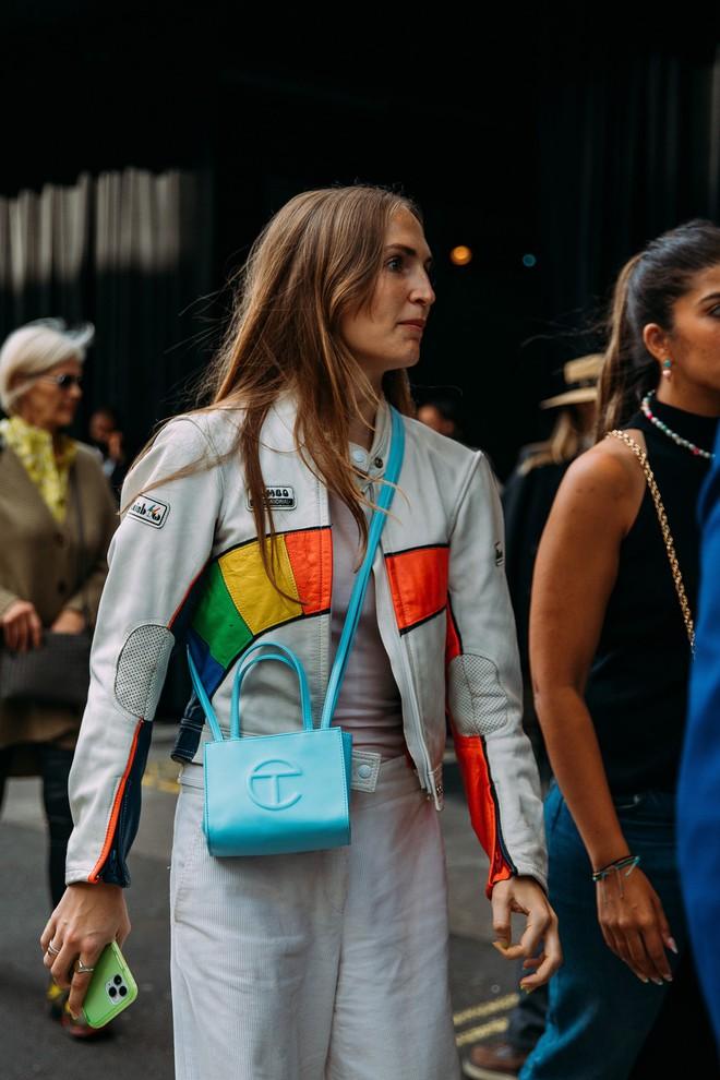 Dân tình bung lụa tại London Fashion Week: Khả năng chơi màu như phù thủy, độ chiến lên level sau 1 năm im ắng - ảnh 20