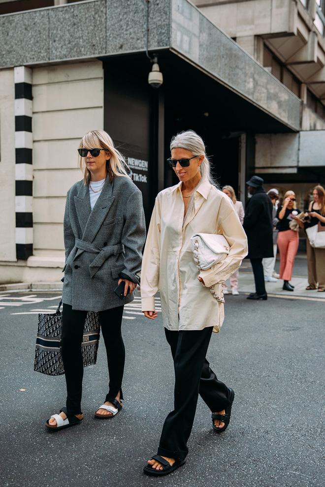 Dân tình bung lụa tại London Fashion Week: Khả năng chơi màu như phù thủy, độ chiến lên level sau 1 năm im ắng - ảnh 28