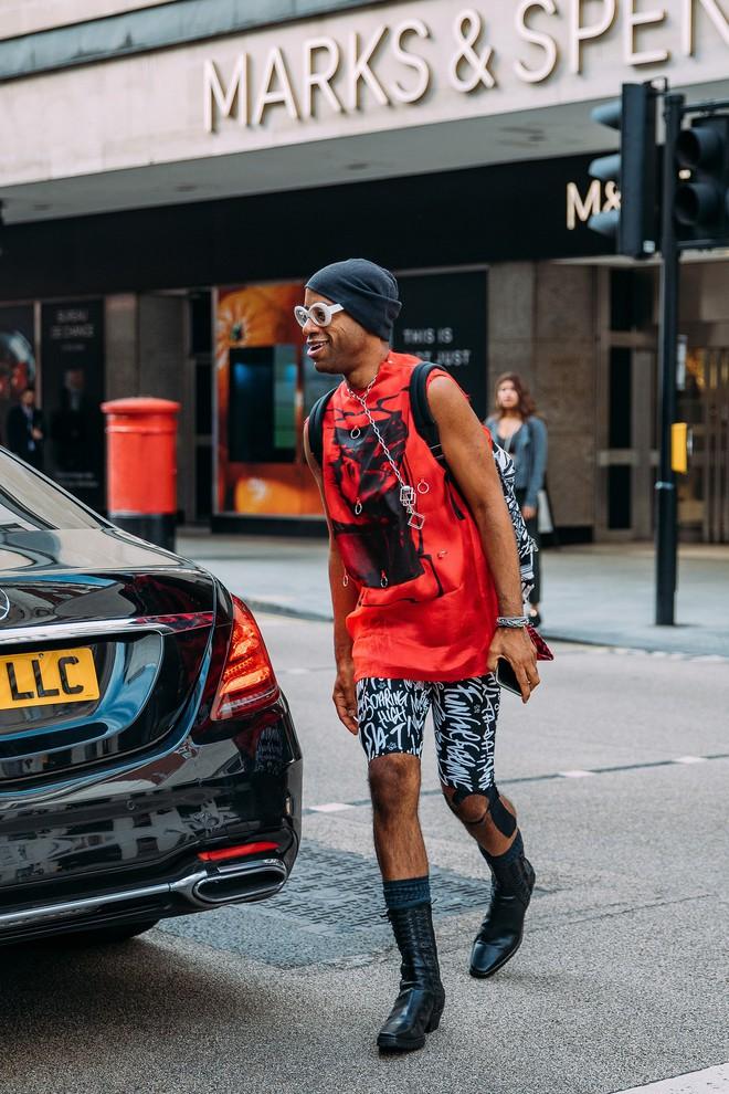 Dân tình bung lụa tại London Fashion Week: Khả năng chơi màu như phù thủy, độ chiến lên level sau 1 năm im ắng - ảnh 3