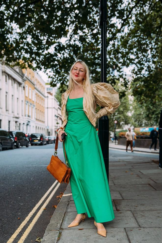 Dân tình bung lụa tại London Fashion Week: Khả năng chơi màu như phù thủy, độ chiến lên level sau 1 năm im ắng - ảnh 24