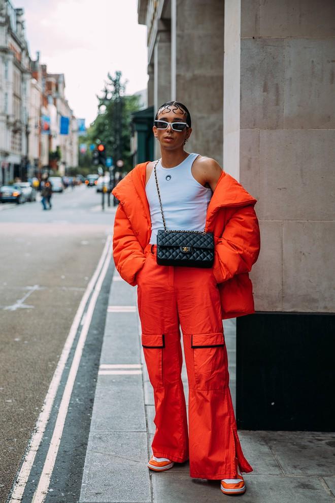 Dân tình bung lụa tại London Fashion Week: Khả năng chơi màu như phù thủy, độ chiến lên level sau 1 năm im ắng - ảnh 21