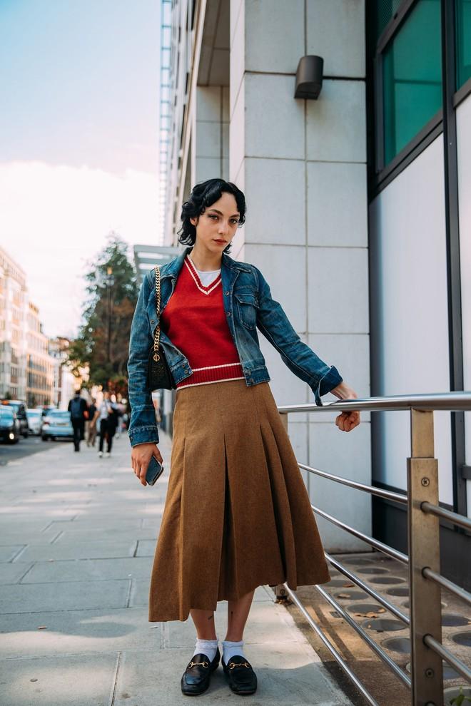 Dân tình bung lụa tại London Fashion Week: Khả năng chơi màu như phù thủy, độ chiến lên level sau 1 năm im ắng - ảnh 10
