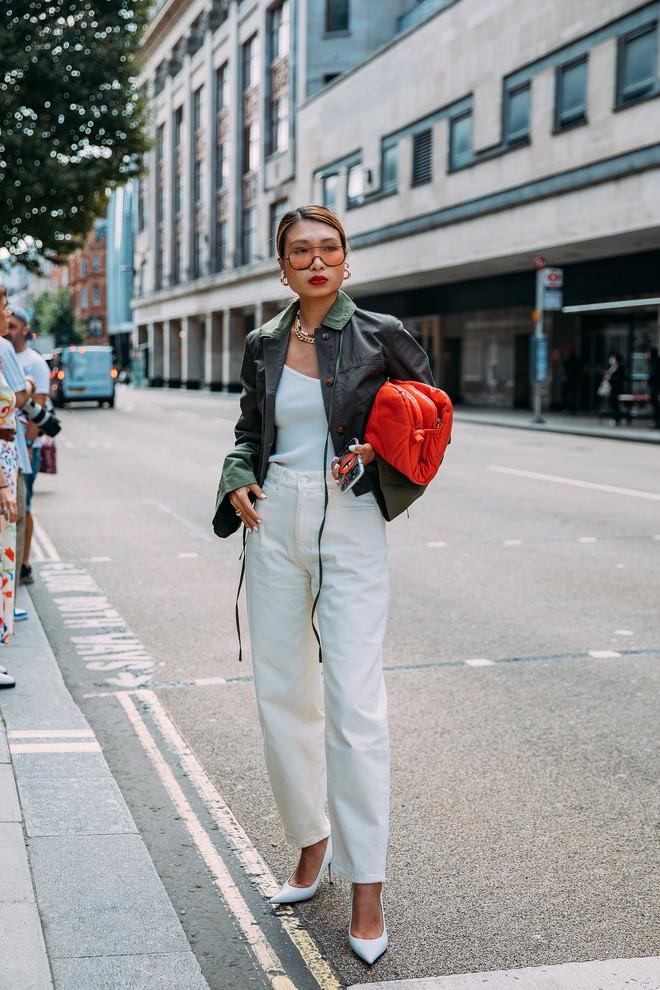 Dân tình bung lụa tại London Fashion Week: Khả năng chơi màu như phù thủy, độ chiến lên level sau 1 năm im ắng - ảnh 19