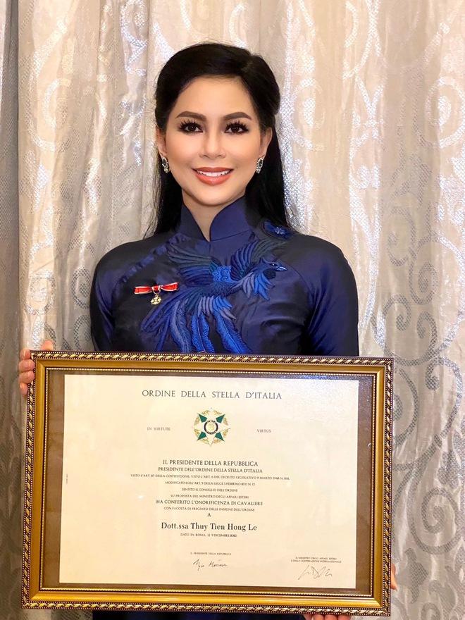 Phu nhân tỷ phú Johnathan Hạnh Nguyễn nhận tước Hiệp sĩ, thần thái và nhan sắc tuổi 51 hút trọn mọi ánh nhìn - ảnh 1