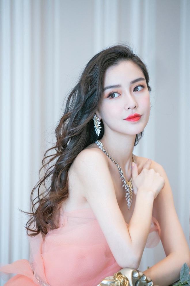 3 lần Ngọc Trinh lên báo Trung: Được ví là Angela Baby, đẹp gấp 10 lần Lâm Chí Linh, bị gán mác gợi dục trên thảm đỏ quốc tế - ảnh 7