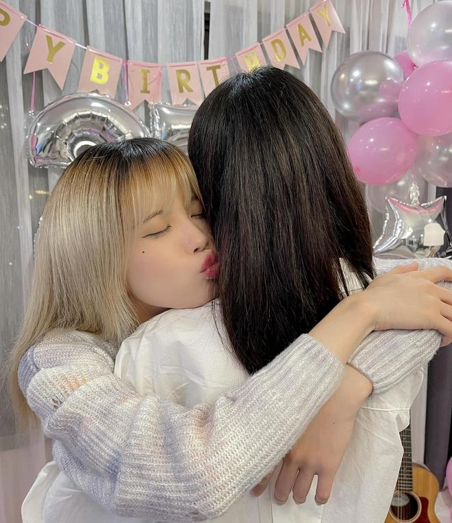 Thiều Bảo Trâm visual đỉnh, đón tuổi 27 bên chị gái nhưng bị netizen soi ra mỗi năm sinh nhật một ngày khác nhau? - ảnh 4