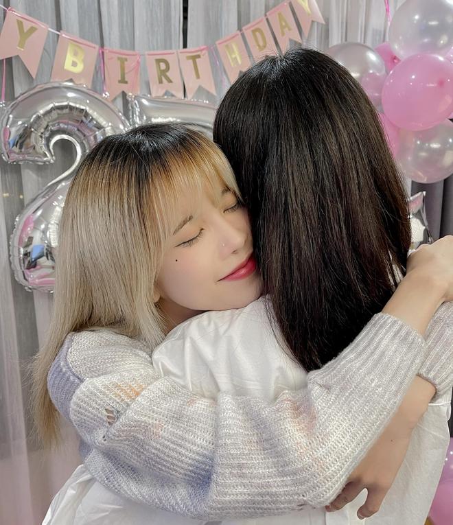 Thiều Bảo Trâm visual đỉnh, đón tuổi 27 bên chị gái nhưng bị netizen soi ra mỗi năm sinh nhật một ngày khác nhau? - ảnh 3