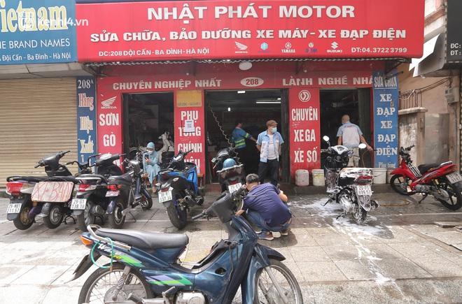 Toàn cảnh Hà Nội trong ngày đầu nới lỏng giãn cách: Đặc sản tắc đường, nhịp sống quay trở lại, người dân ùn ùn ra cửa ngõ rời Thủ đô - ảnh 32