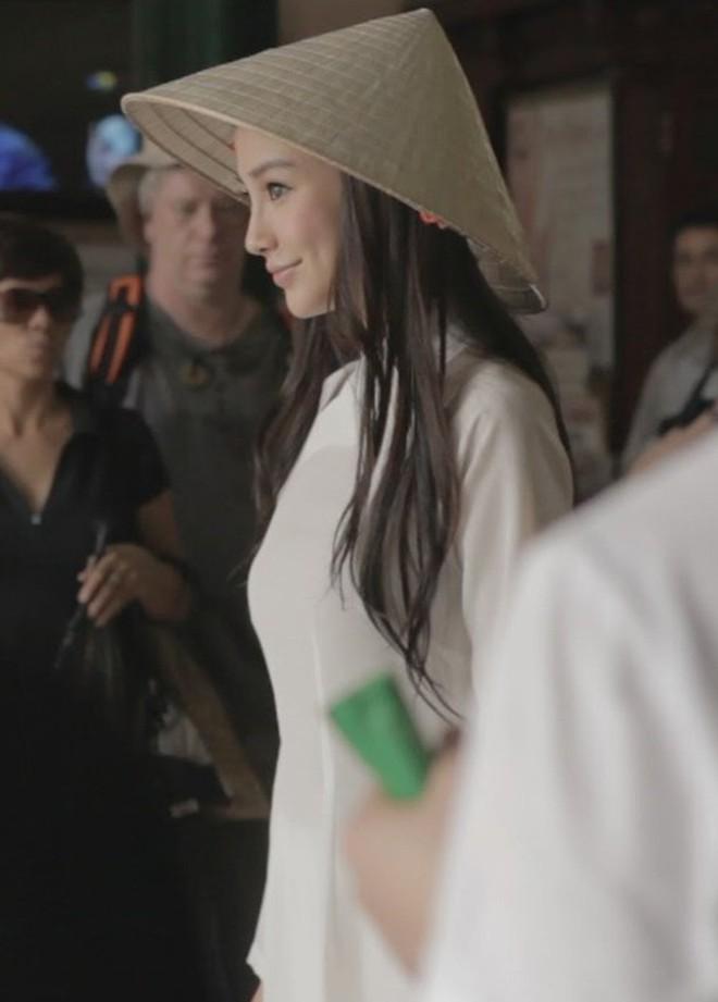 Sao ngoại mặc áo dài: Bắt vội T-ara và Angela Baby làm dâu Việt, ngoài pha mặc áo dài quên quần còn một mỹ nữ gây sốc với hành động giang hồ - ảnh 11