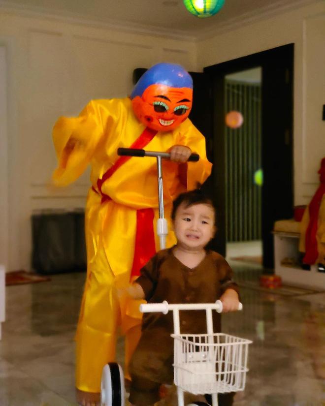 Con trai Hoà Minzy chiếm sóng MXH dịp Trung thu: Gặp chú Tễu tưởng vui ai ngờ... khóc thét! - ảnh 2