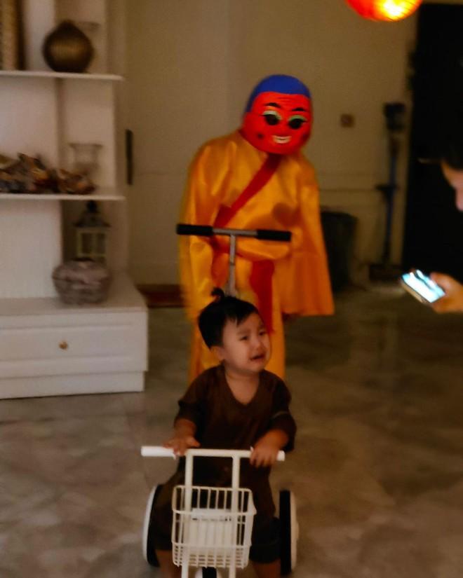 Con trai Hoà Minzy chiếm sóng MXH dịp Trung thu: Gặp chú Tễu tưởng vui ai ngờ... khóc thét! - ảnh 3