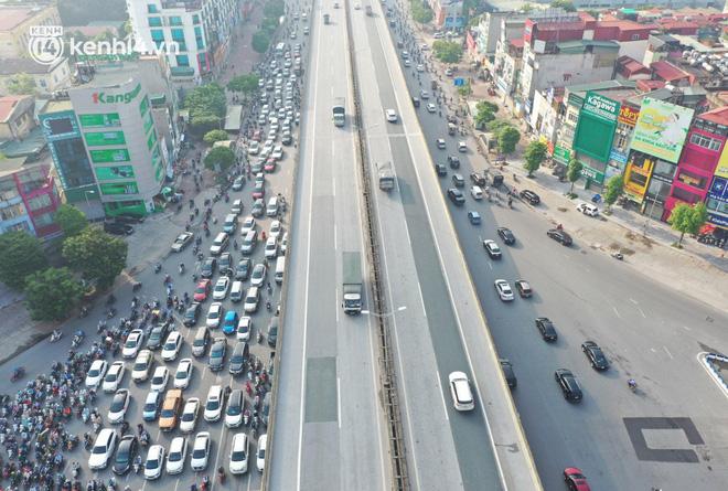 Ảnh: Hà Nội sáng đầu tiên nới lỏng giãn cách xã hội, người dân lại được trải nghiệm đặc sản tắc đường - Ảnh 3.