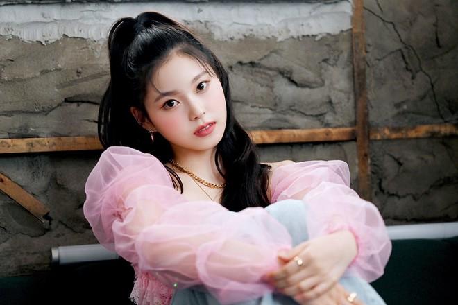 Chưa ra mắt, 1 nữ thực tập sinh đã được Knet khó tính gọi là nữ thần Kpop thế hệ Gen Z, nhìn 3 bức ảnh hiếm hoi là đủ hiểu - Ảnh 4.