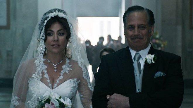 Lộ loạt ảnh mới của Lady Gaga trong vai ác nữ giết chồng nhà Gucci, vẻ đẹp lộng lẫy giống nguyên mẫu đến hú hồn! - ảnh 8