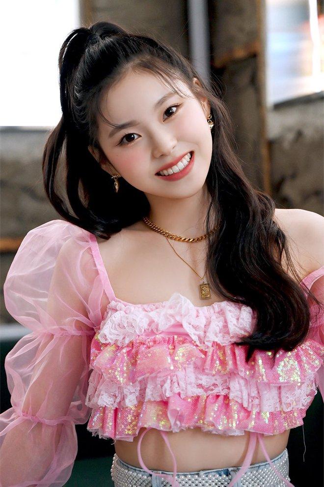 Chưa ra mắt, 1 nữ thực tập sinh đã được Knet khó tính gọi là nữ thần Kpop thế hệ Gen Z, nhìn 3 bức ảnh hiếm hoi là đủ hiểu - Ảnh 2.