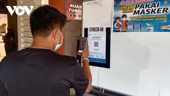 Vì sao số ca mắc Covid-19 ở Indonesia đột ngột giảm hơn 94%, thấp nhất trong 1 năm qua? - ảnh 1