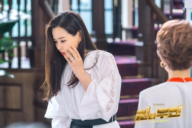 Bi kịch có thật của dâu tài phiệt Hàn lên phim: Bị cô lập vì kém ngoại ngữ, sống khổ sở như người giúp việc - ảnh 3