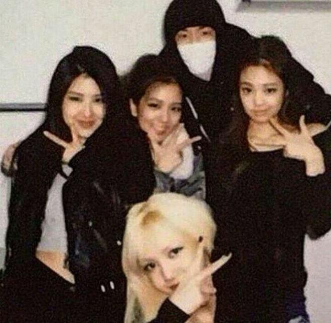 Lisa hé lộ lần đầu tiên gặp thành viên BLACKPINK: Cử chỉ ấn tượng của Jennie chưa chắc đã gây tò mò bằng nhan sắc Jisoo - ảnh 11