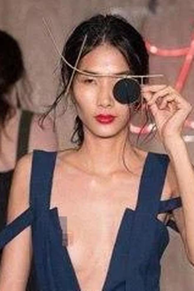 Mùa Fashion Week năm ấy, Hoàng Thuỳ lộ hàng - ảnh 6