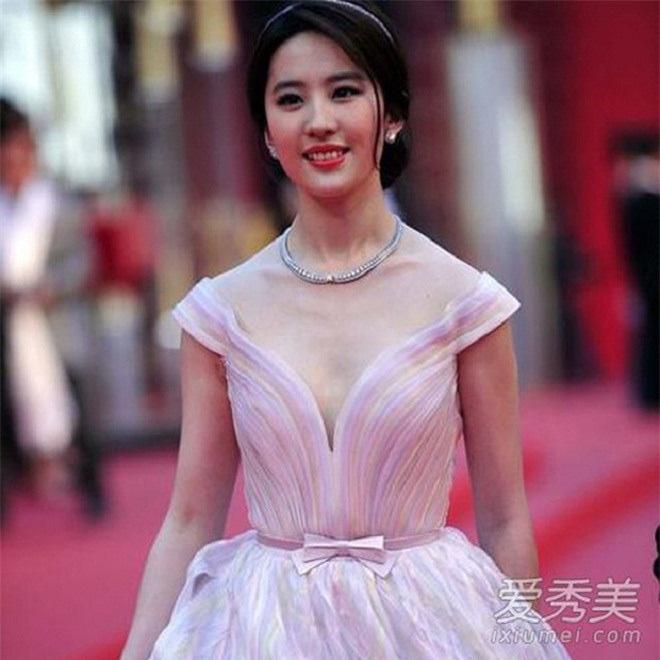 Sao Hoa ngữ có 4 lỗi thời trang mãn tính nhìn chỉ muốn phong sát cho bõ tức! - ảnh 9