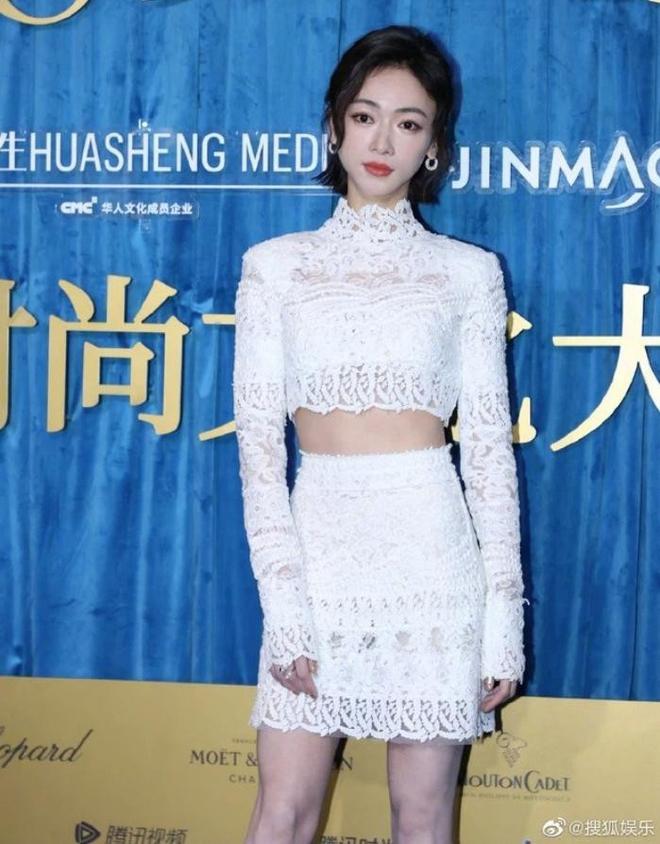 Sao Hoa ngữ có 4 lỗi thời trang mãn tính nhìn chỉ muốn phong sát cho bõ tức! - ảnh 26