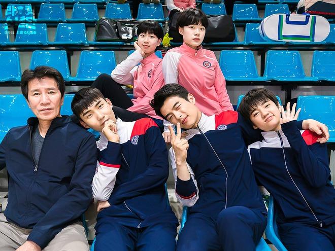 Cười sảng với 6 phim Hàn hài té ghế: Hospital Playlist vô địch giải tấu hề, Song Joong Ki dẫn đầu rạp xiếc trung ương - Ảnh 9.