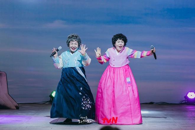 Cười sảng với 6 phim Hàn hài té ghế: Hospital Playlist vô địch giải tấu hề, Song Joong Ki dẫn đầu rạp xiếc trung ương - Ảnh 12.